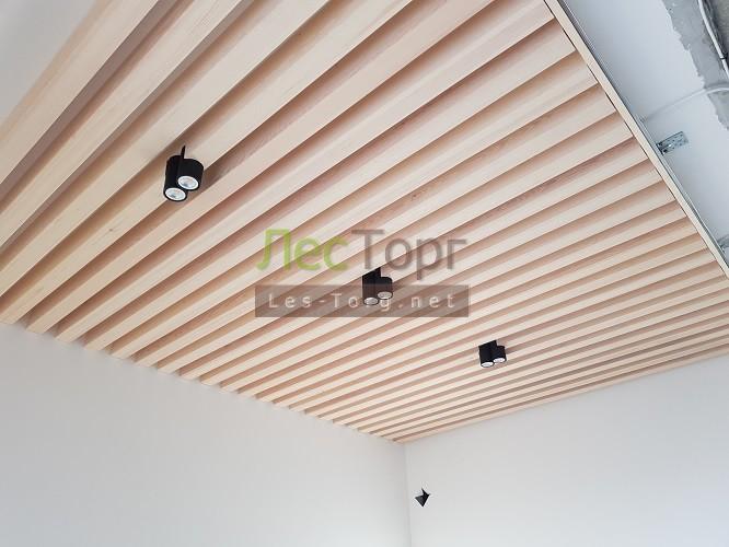 Декоративные рейки на стену, которые создают деревянное панно