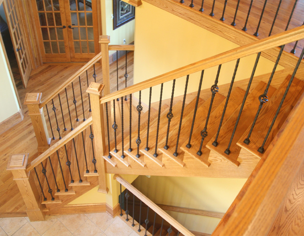 Изготовление лестницы из дерева на заказ
